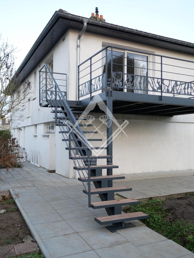 Terrasses suspendues en acier et bois exotique à Marly, Metz, Nancy, Thionville