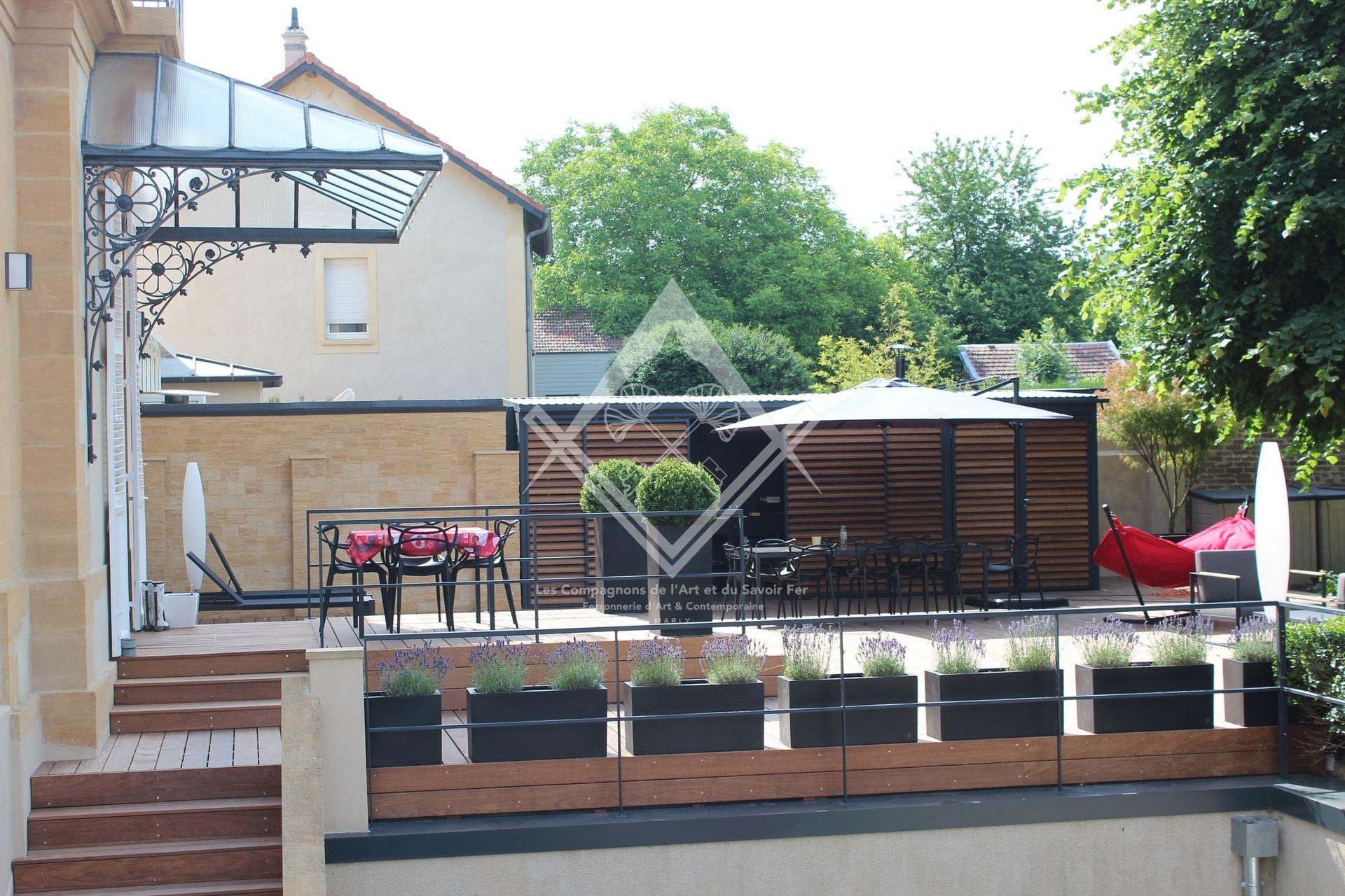 Terrasse Bois Et Fer terrasse suspendue en acier & bois à metz   les compagnons
